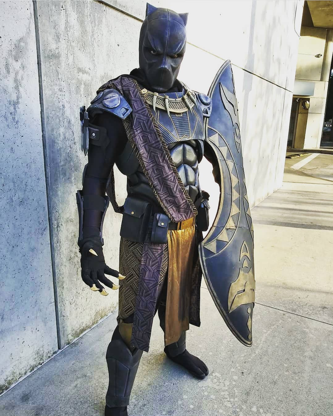 Sick Black Panther cosplay by one of the baddest around @shawshank.props bla